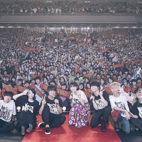 Mrs. GREEN APPLE LIVE in福岡に映画W主演の葵わかな&佐野勇斗がサプライズで登場!