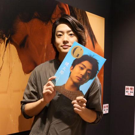 自身初の写真展『G 健太郎』を福岡PARCOで開催中の伊藤健太郎にインタビュー