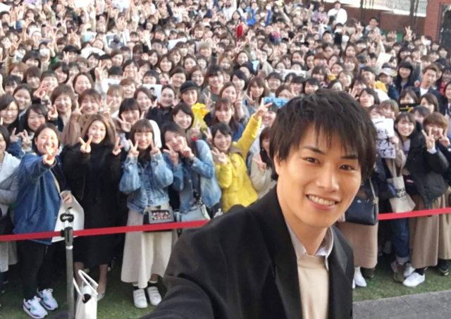 当選確率18倍!?映画『PRINCE OF LEGEND』出演の鈴木伸之が天神コアに登場!